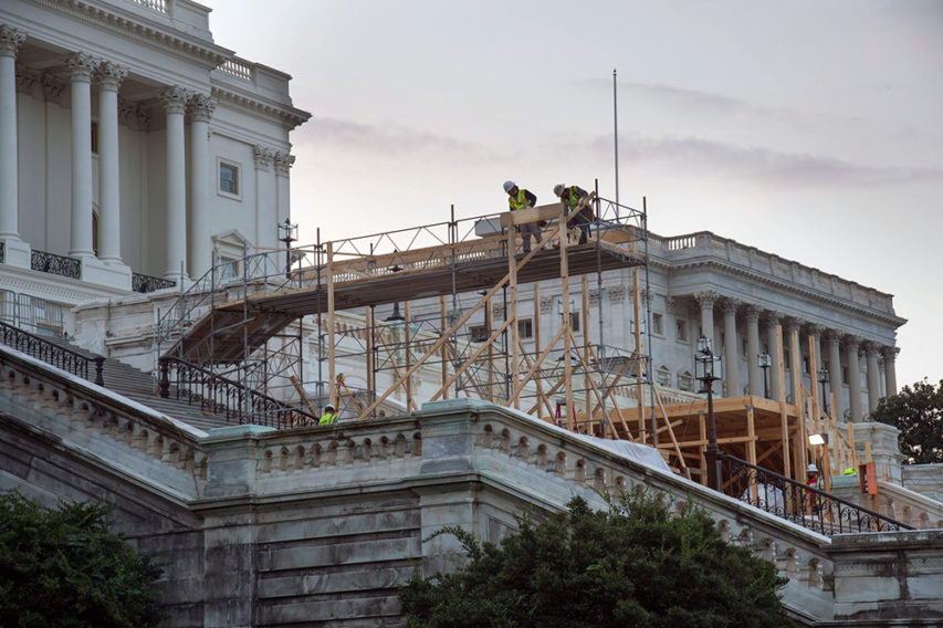 Construction_on_the_inaugural_platform