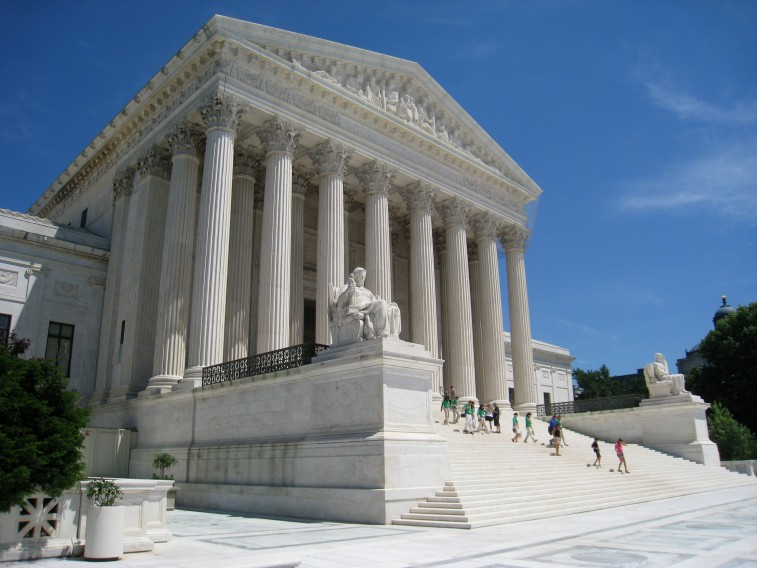 Oblique_facade_1,_US_Supreme_Court