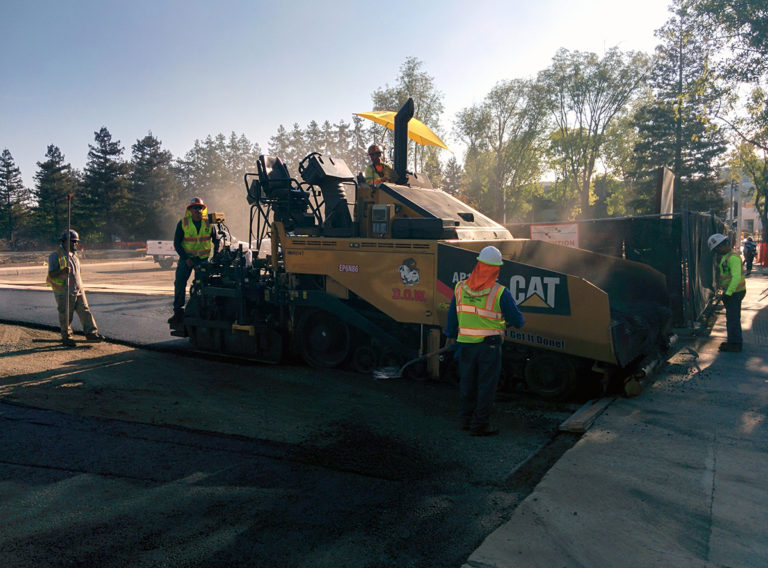 Paving_machine_at_Apple_campus,_Cupertino.gk