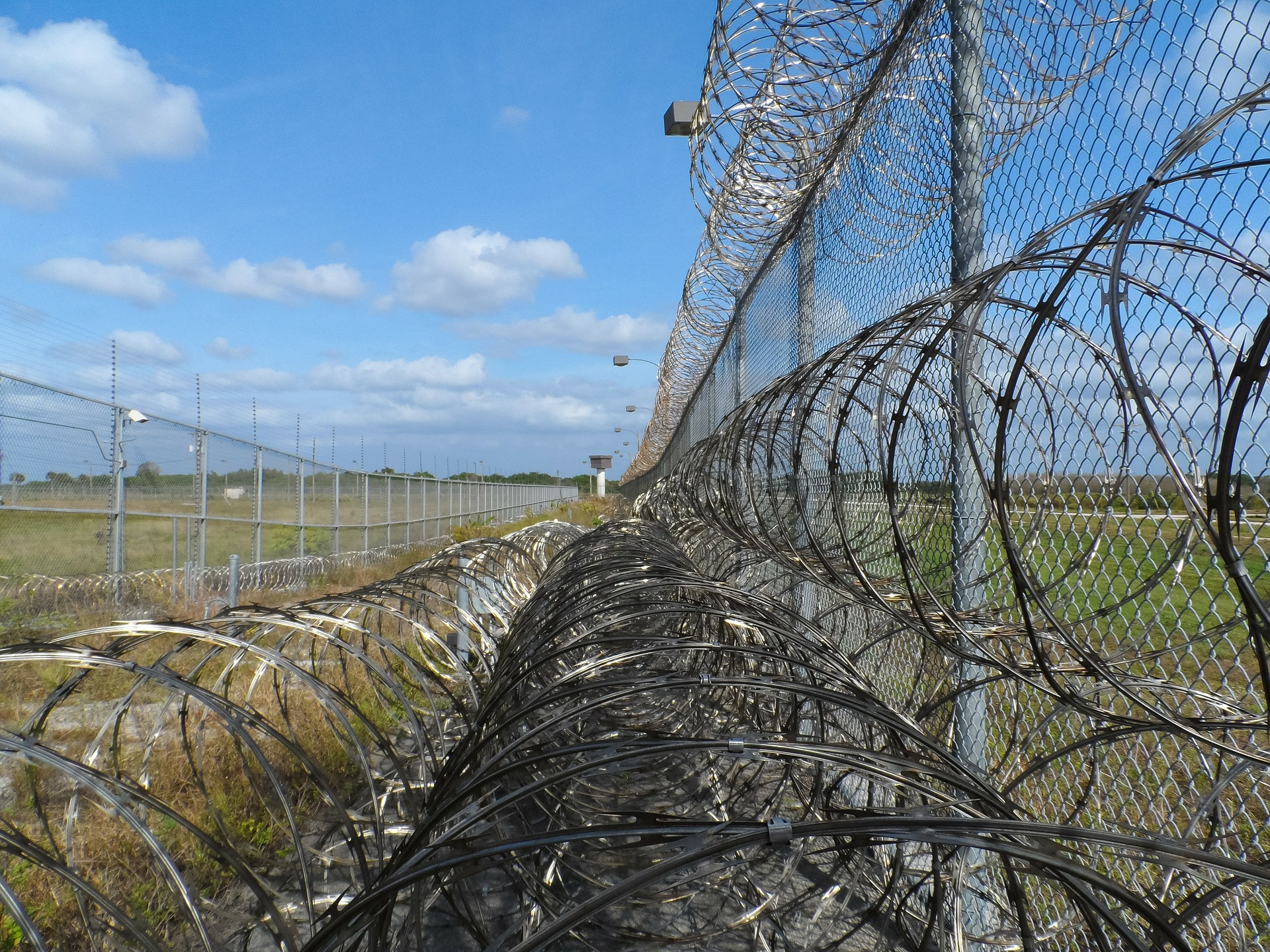 prison-fence-218459_1920